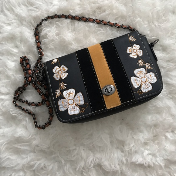 Handbags - Brand new purse with floral details